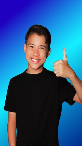 EvanTubeHD Smiles & Smarts by pocket.watch